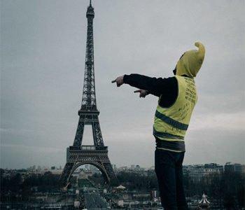 Τα κίτρινα γιλέκα πίσω απ' τους καπνούς των πυρομαχικών του γαλλικού κράτους
